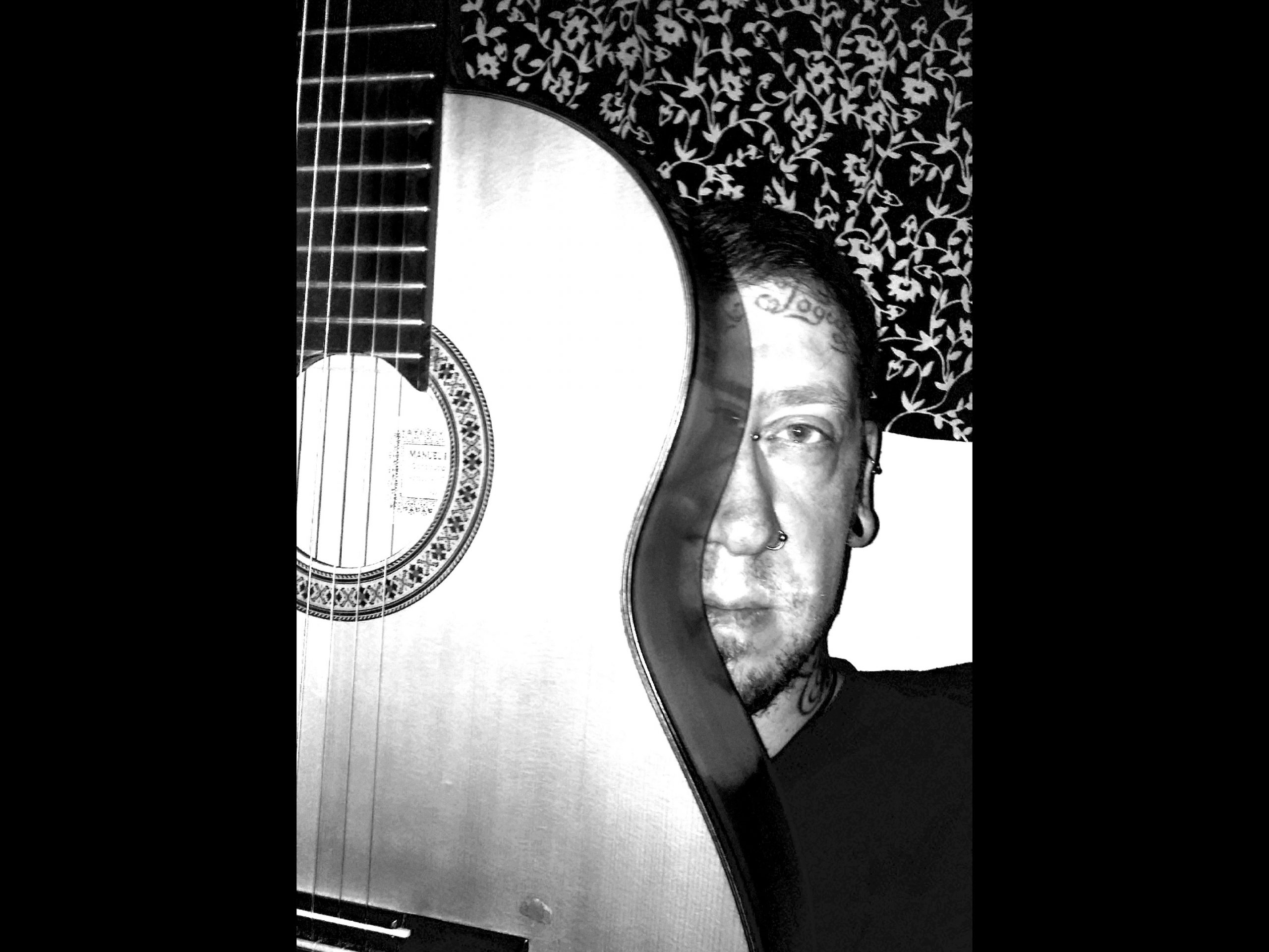 Ronnie_980_Gitarre750px